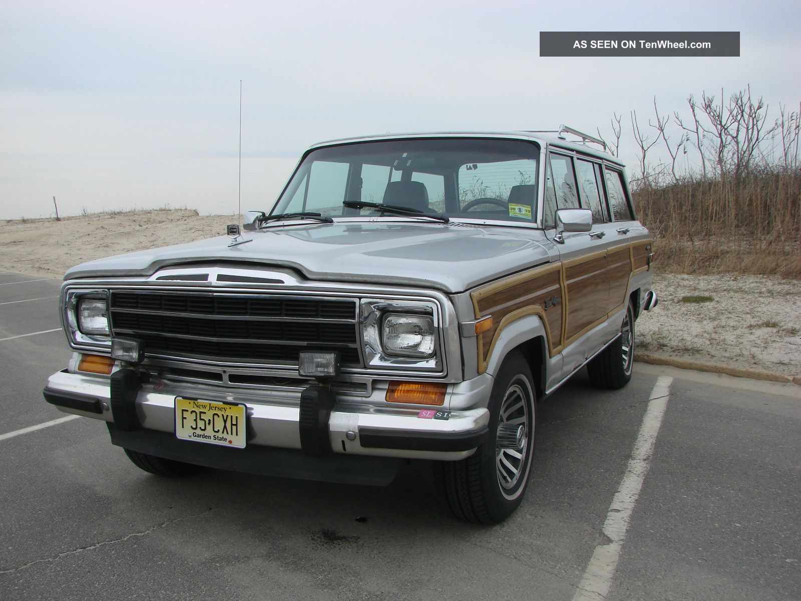 1989 Jeep Grand Wagoneer Base Sport Utility 4 - Door 5.  9l Wagoneer photo
