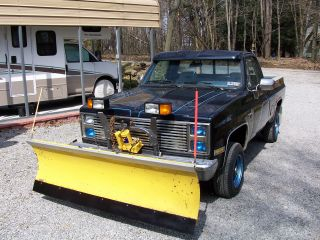 1987 4x4 Chevy 3 / 4 Ton Short Bed Pick Up With Plow Chevrolet Tahoe Sized Truck photo