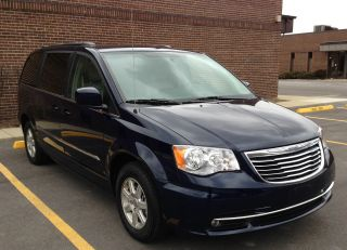 2013 Chrysler Town & Country Touring Dvd photo