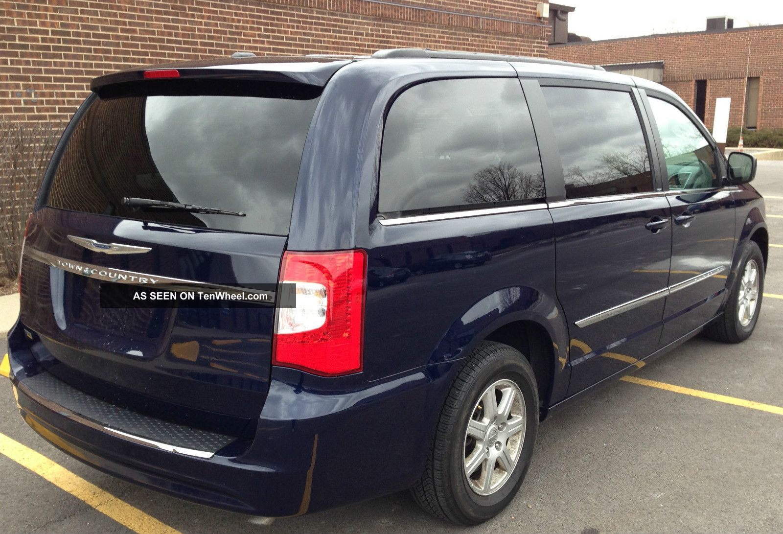 2013 chrysler town country touring dvd. Black Bedroom Furniture Sets. Home Design Ideas