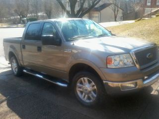 2004 Ford F - 150 Lariat Crew Cab Pickup 4 - Door 5.  4l photo