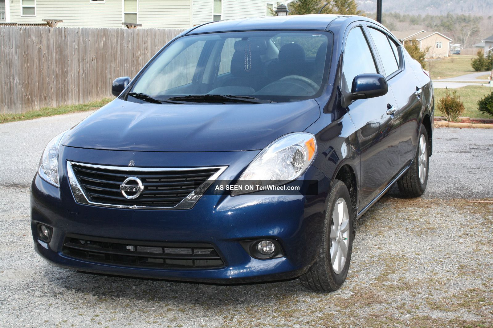 2012 nissan versa sl. Black Bedroom Furniture Sets. Home Design Ideas