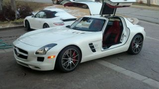 2012 Mercedes Sls 63 Amg With $14,  000.  00 Carbon Fiber Package photo