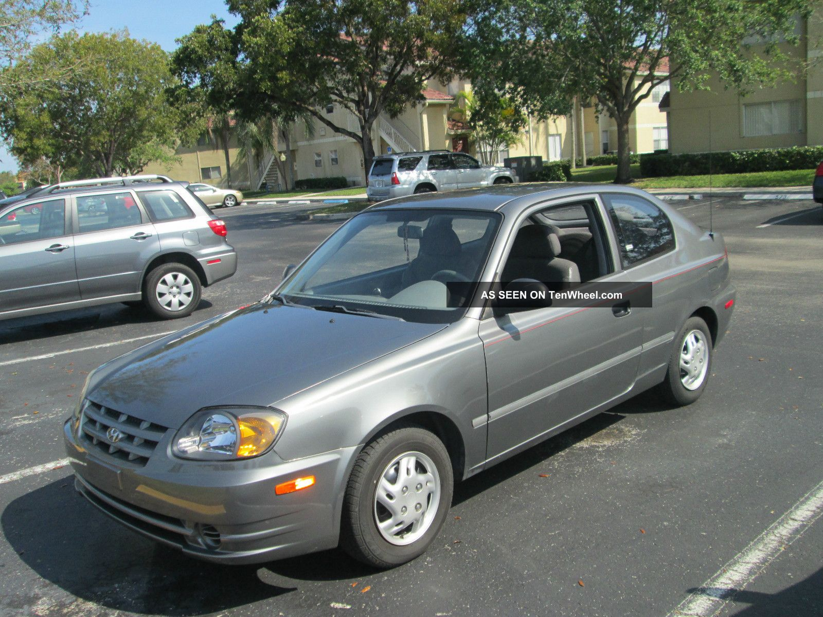 2003 hyundai accent gl hatchback 3 door 1 6l. Black Bedroom Furniture Sets. Home Design Ideas