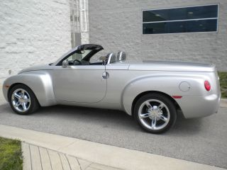 2006 Chevrolet Ssr Base Convertible 2 - Door 6.  0l photo