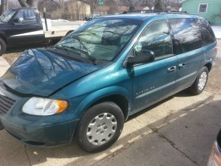 2001 Chrysler Voyager photo