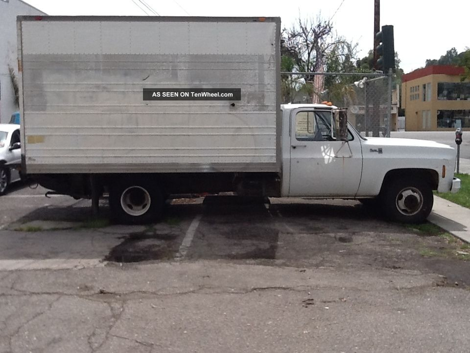 1977 gmc 1 ton 10 39 box truck with waltco power lift gate. Black Bedroom Furniture Sets. Home Design Ideas