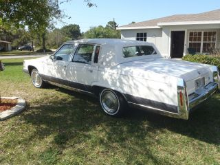 1992 Cadillac Brougham photo