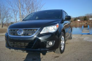 2010 Volkswagen Routan Sel Premium Van / / Sync / Camera / / Sport photo
