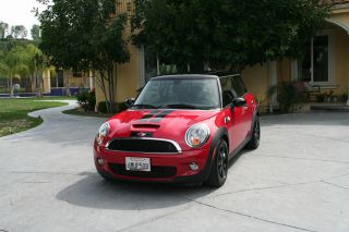 2010 Mini Cooper S Hatchback 2 - Door 1.  6l photo