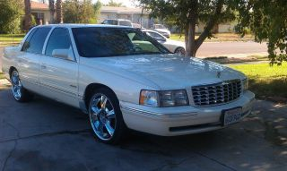 1998 Cadillac Deville Base Sedan 4 - Door 4.  6l photo