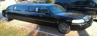 2003 Lincoln Town Car Limousine 120
