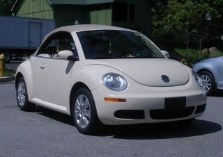 2009 Volkswagen Beetle Convertible 2 - Door 2.  5l photo