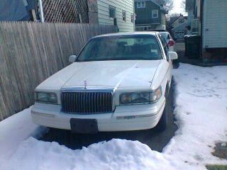 1997 Lincoln Town Car Signature Series 4 - Door 4.  6l photo