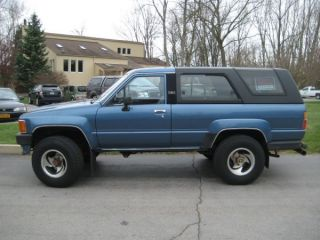 1989 Toyota 4runner Dlx Sport Utility 2 - Door 2.  4l photo