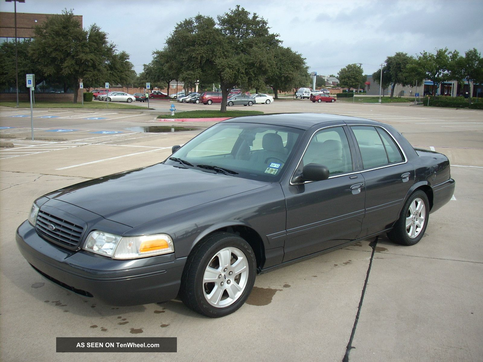 2004 Ford Crown Victoria Lx Sport Not A Police Car
