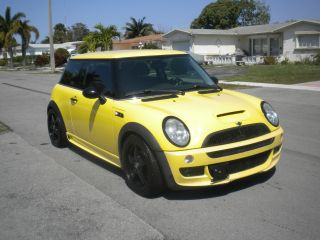2003 Mini Cooper S Hatchback 2 - Door 1.  6l Supercharged 6 Speed Manual photo