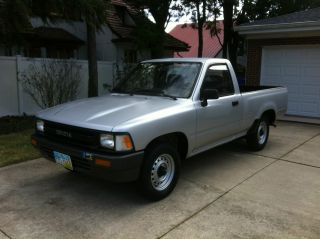 1991 Toyota Pickup Base Standard Cab Pickup 2 - Door 2.  4l photo