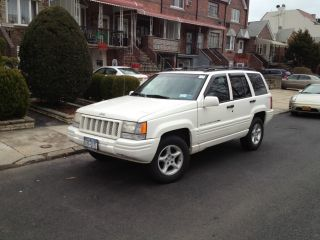 1998 Jeep Grand Cherokee 5.  9 Limited Sport Utility 4 - Door 5.  9l White photo