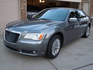2011 300c Hemi Rwd Dual Pane Fully Loaded $44k Msrp photo