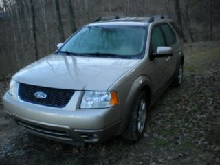2005 Ford Freestyle Sel Wagon 4 - Door 3.  0l photo