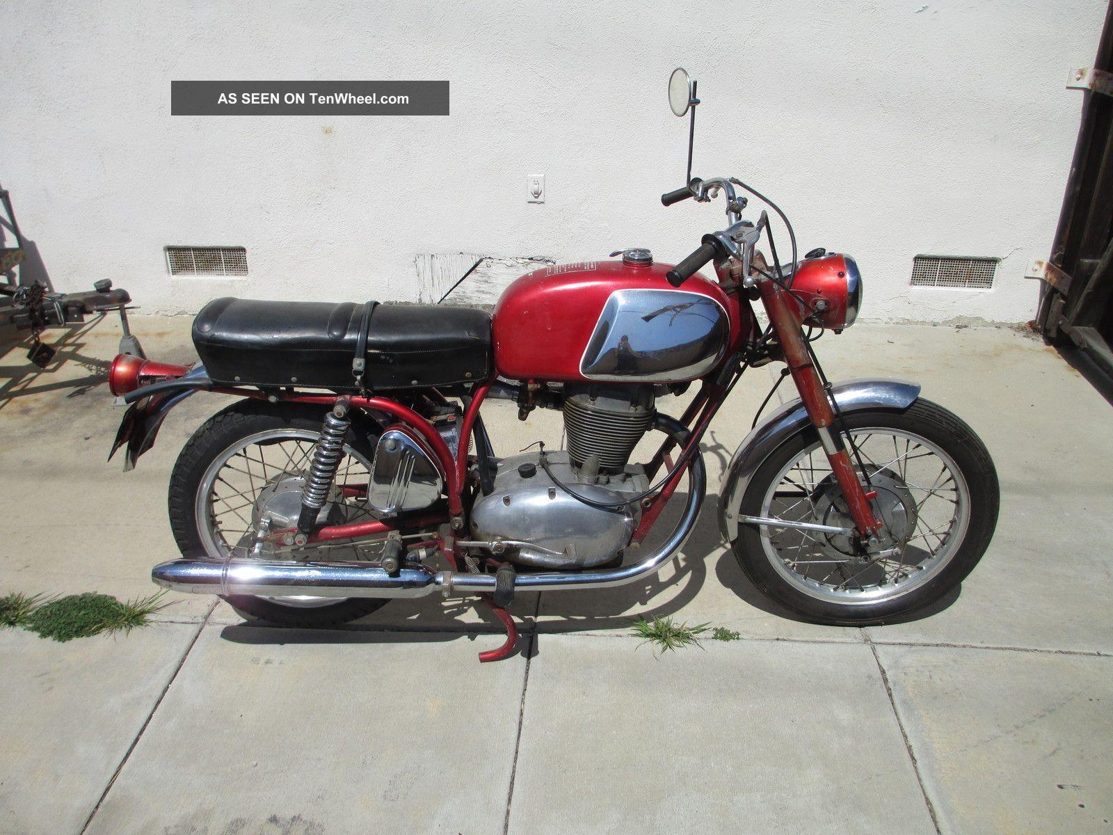 Vintage Benelli Motorcycle 121