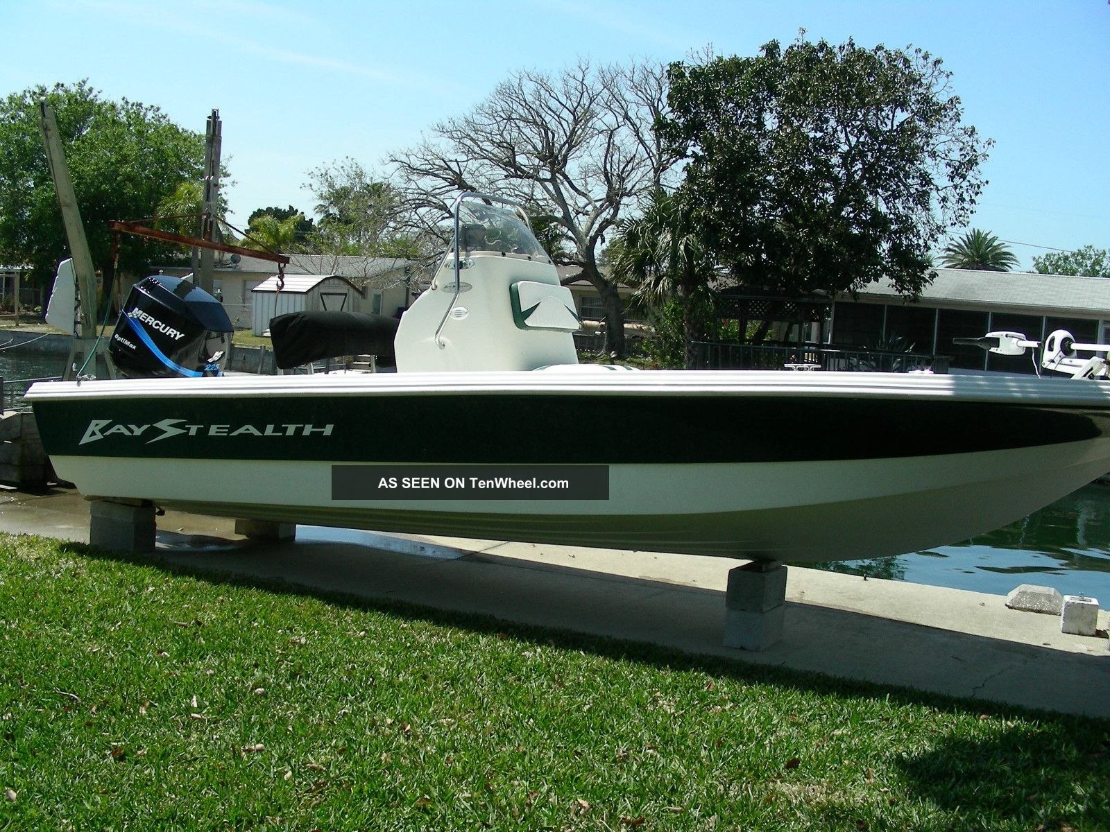 2002 Vip Bay Stealth 2230 Inshore Saltwater Fishing photo