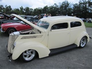1937 Ford Tudor Slantback photo