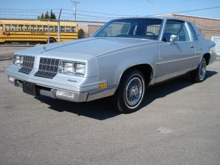 1982 Cutlass Supreme Brougham 2 Dr Diesel 350 5.  7 Auto Car Loaded Low Res photo
