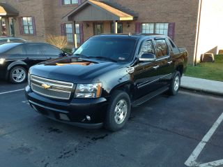 2007 Chevy Avalanche Lt.  Black In photo