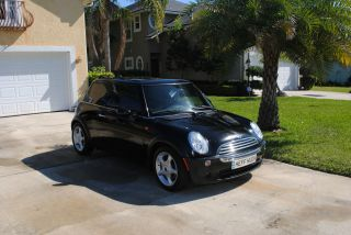 2005 Mini Cooper Base Hatchback 2 - Door 1.  6l photo