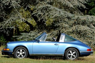 Porsche 911 S Targa 1972,  Near photo