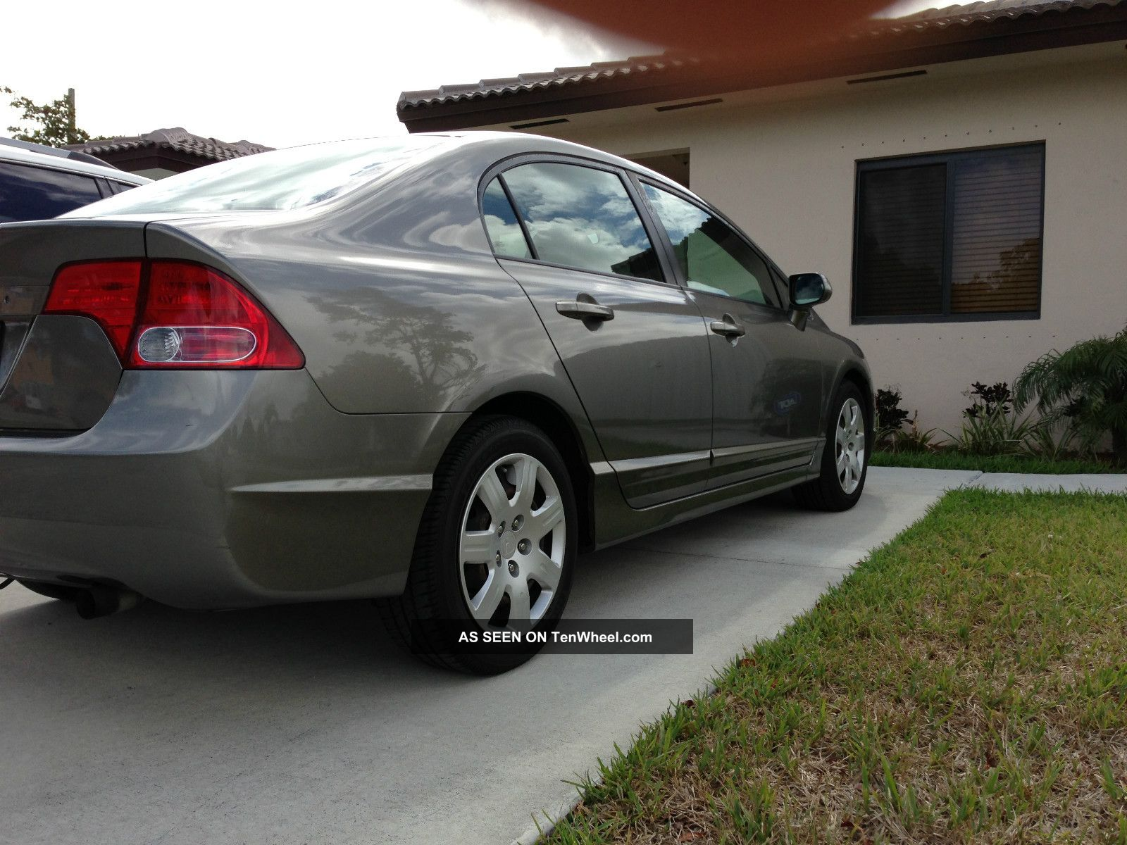 honda civic lx sedan  door    speed manul gas