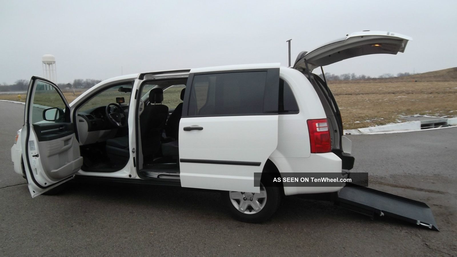 2010 Dodge Grand Caravan Wheelchair / Handicap Rear Entry Ramp Van Grand Caravan photo