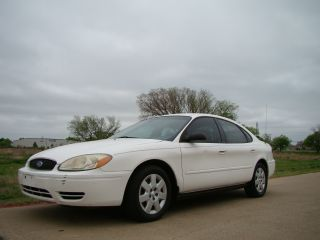 2005 Ford Taurus Se,  Texas Car,  Priced To Sell,  Look photo