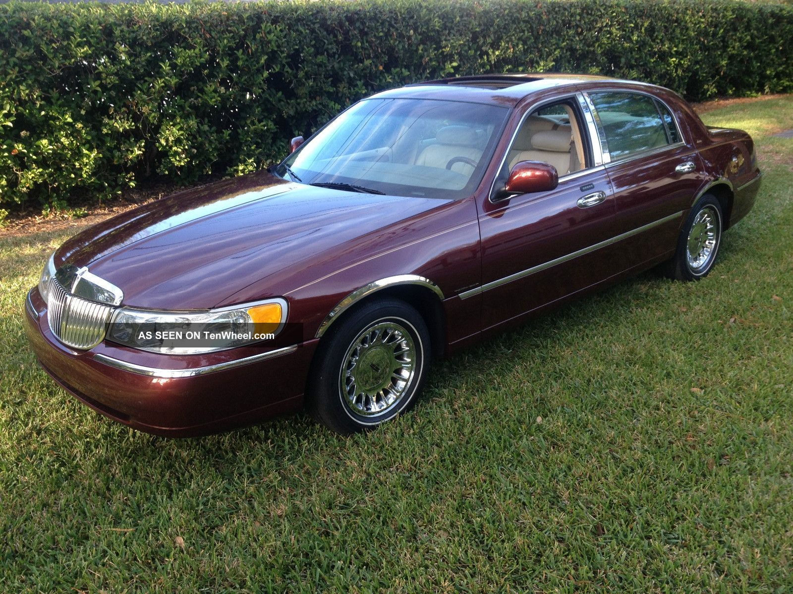 2002 Lincoln Town Car Cartier Loaded