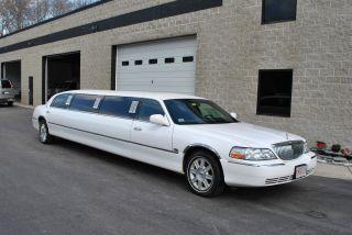 2008 Lincoln Town Car Royale Limousine photo