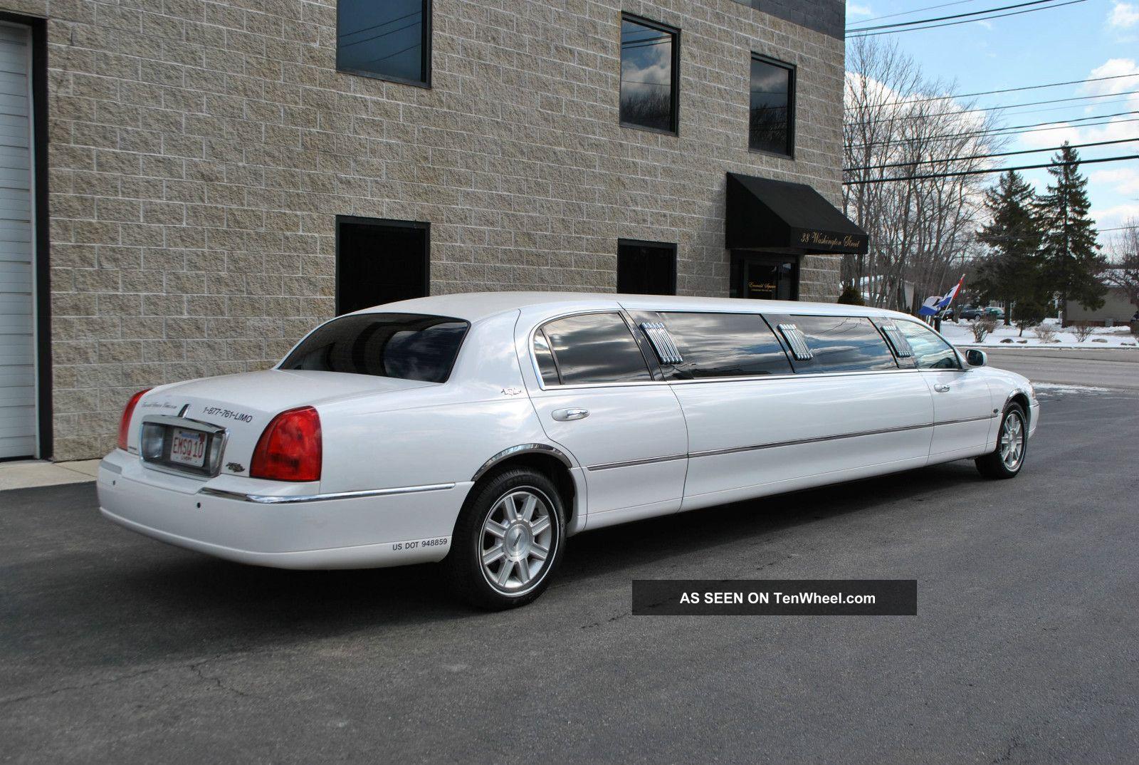 2008 Lincoln Town Car Royale Limousine