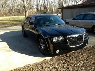 2010 Chrysler 300 S Sedan 4 - Door 3.  5l photo