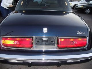 1992 Buick Riviera Luxury Coupe 2 - Door 3.  8l photo