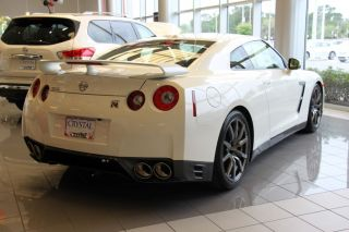 2014 Nissan Gtr Premium White Well Equipped 545hp Paddle Shift photo