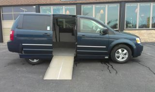 2008 Dodge Grand Caravan Sxt Wheelchair Van photo
