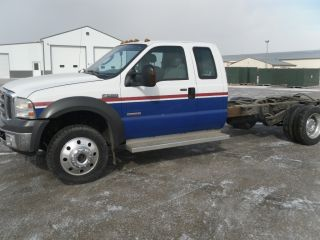 2005 Ford F550 4x4 Chassis - photo