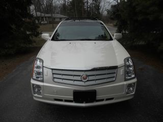2006 Cadillac Srx Sport Utility 4 Door 3.  6l White Loaded All Wheel Drive Version photo