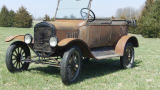 1924 Ford Model T Touring photo