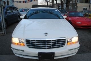 1999 Cadillac Deville Base Sedan 4 - Door 4.  6l photo