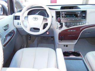 2012 Toyota Sienna Xle Mini Passenger Van 5 - Door 3.  5l photo