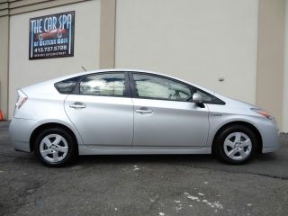 2011 Toyota Prius Base Hatchback 4 - Door 1.  8l photo
