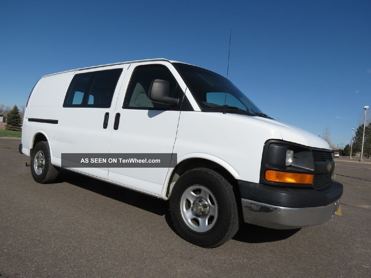 2004 chevrolet express van 1500 awd cargo 5 3 v8 runs very well. Black Bedroom Furniture Sets. Home Design Ideas