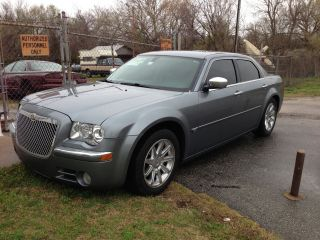 2006 Chrysler 300c 5.  7 Hemi V8 photo